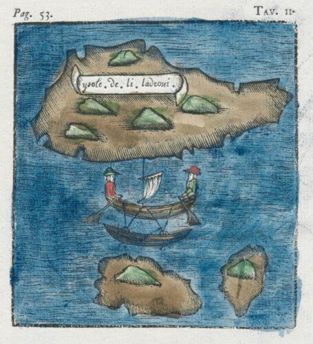 Carte enluminée II »Ysole de li Ladroni«. Carlo Amoretti. Leicht schräge Aufsicht einer Insel mit Schriftband. Unterhalb der Insel befindet ein Schiff respektive Ruderboot mit zwei Personen. Unter diesen befinden sich wiederum zwei weitere Inseln.