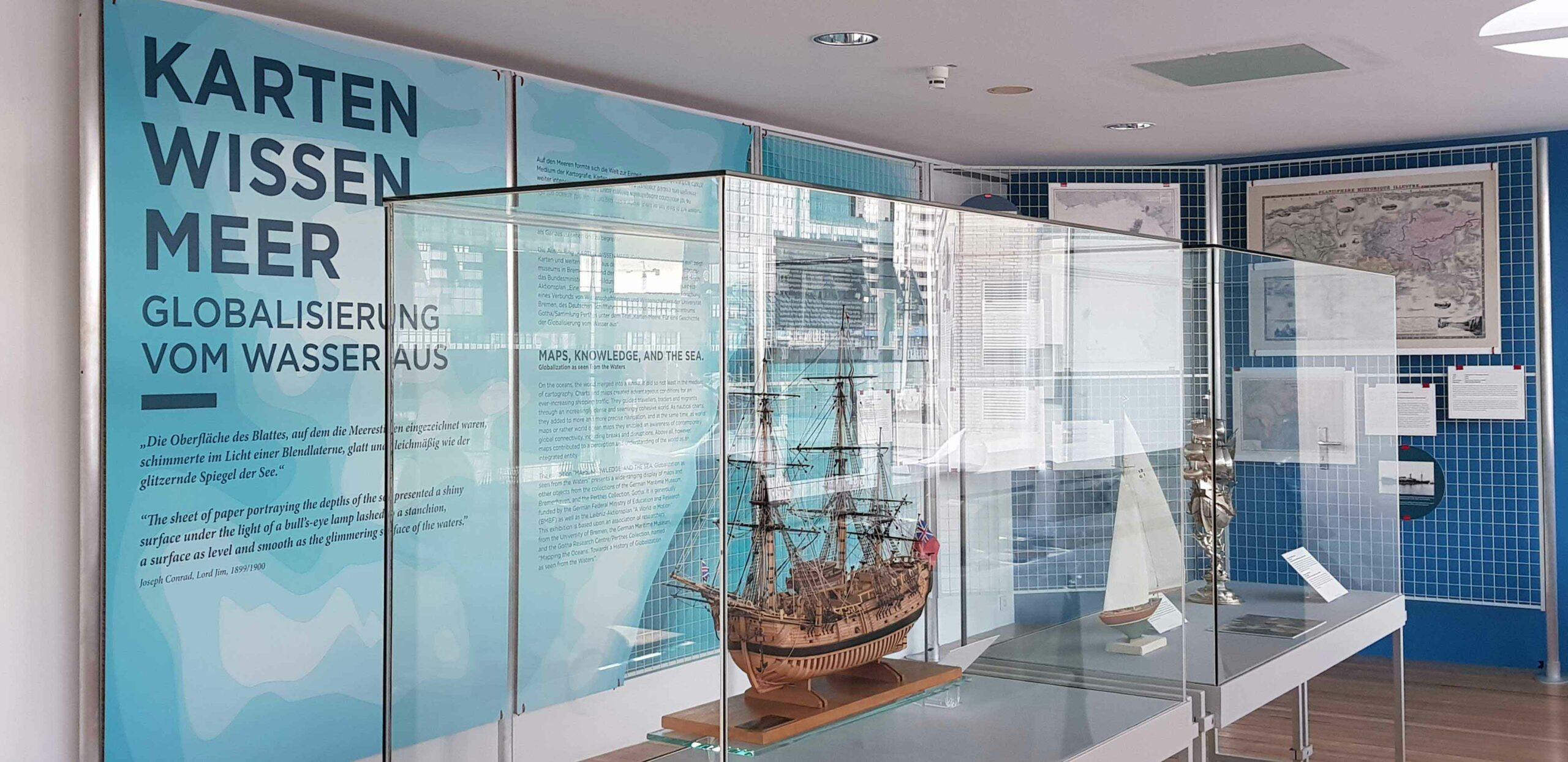 Einblick in die Ausstellung KartenWissenMeer Eingangstext